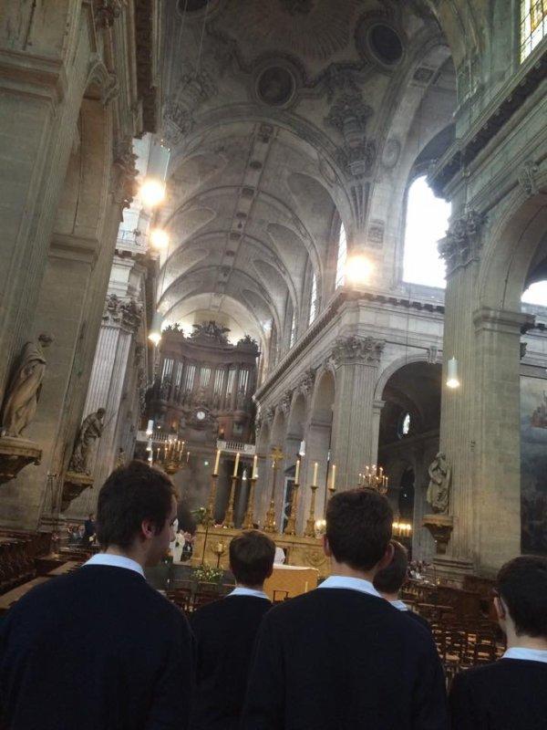 Les Petits Chanteurs de France chantent ce matin la messe à St Sulpice avec Mgr Di Falco et Mgr Beau