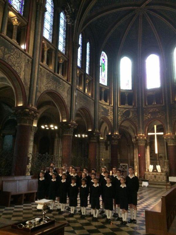 Les Petits Chanteurs de France chantent la messe ce matin à St Germain des Pres