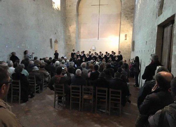 Les Petits Chanteurs de France donnaient un concert cet après midi à St Germain-des-Près (chapelle St Symphorien)