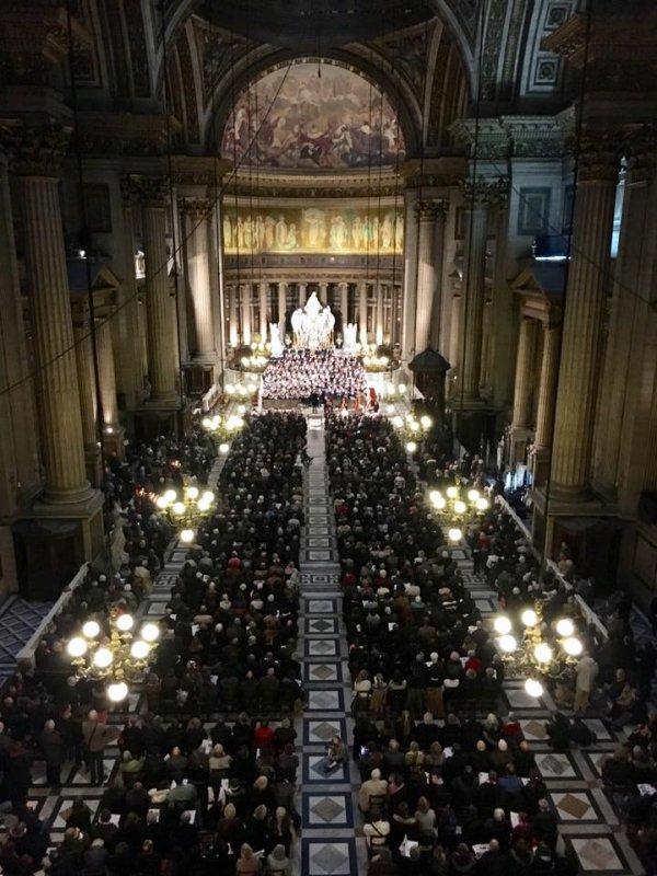 Plus de 2000 personnes pour les Petits Chanteurs cet après midi à la Madeleine !