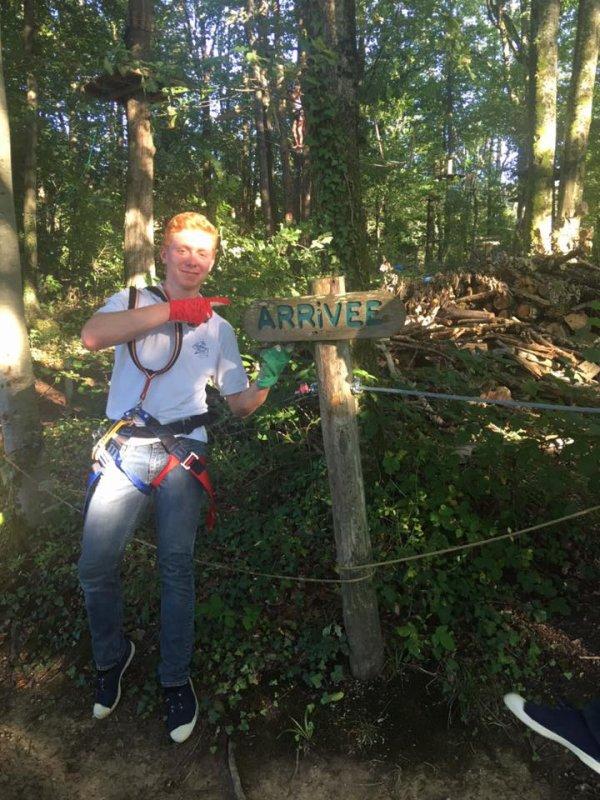Maxime, arrivé le 1er après des kilomètres de lianes, cordes, branches et tyrolienne