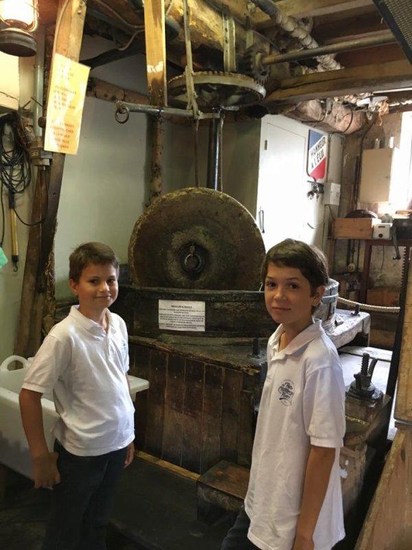 Visite du Moulin de la Veyssière ; huile de noisettes, huile de noix de Neuvic sur L'Isle