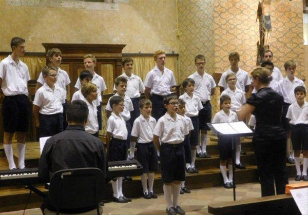 Les petits chanteurs ont enchanté le public