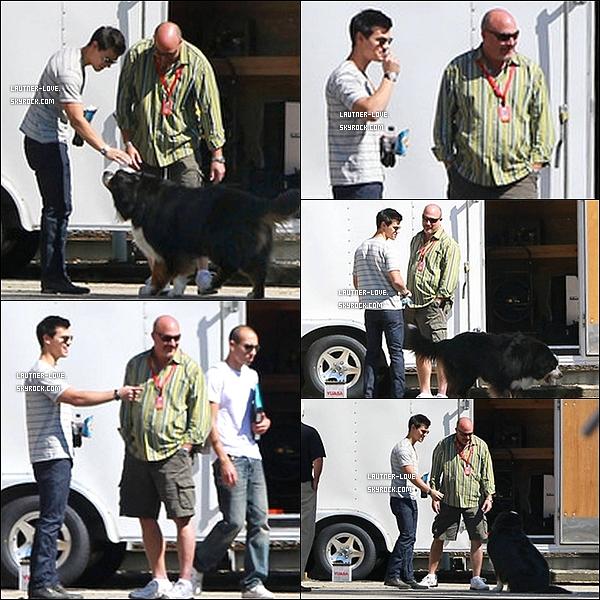 .15/10/10 : Taylor et ses co-stars en Lousiane pour les essaie de « Breaking Dawn ». Avez-vous hâte à la sorti du film voir Taylor dans son rôle de Jacob-Wolf ?.