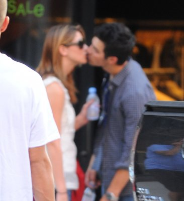 Ashley Greene et Joe Jonas en flagrant délit!!!!
