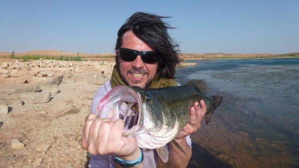 Un très bon pêcheur récompensé par deux superbes bass !
