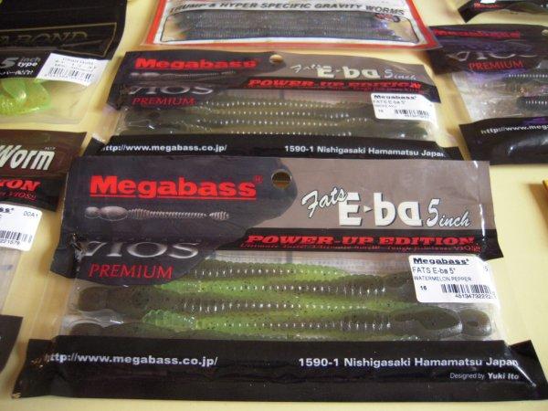 On prépare la prochaine session avec du jolis plastique de chez Megabass choisit par Pierre, mon dernier client professionnel venus pêcher en mai .