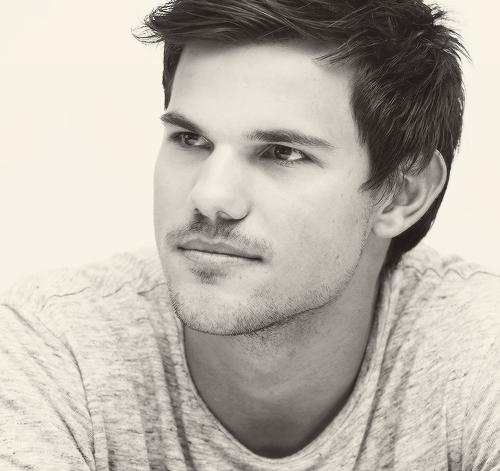 . Bienvenue sur Taylor Lautner Only, ta source sur l'acteur de Twilight, depuis plus de 3 ans !.