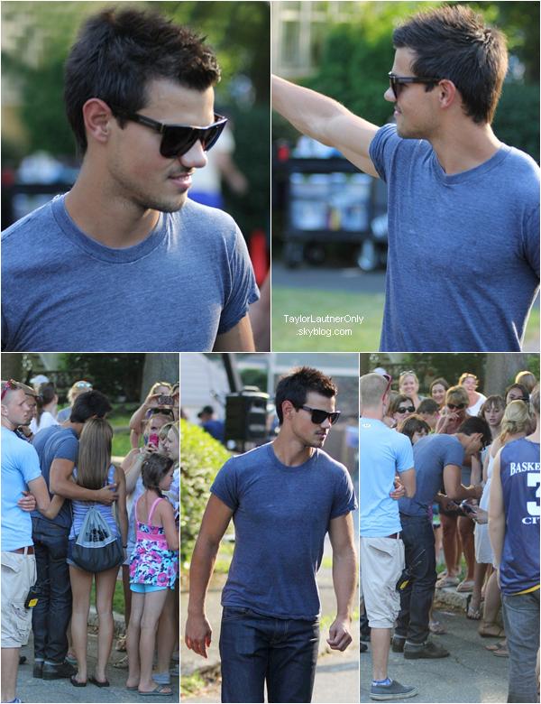 . Taylor, fidèle à lui-même, allant à la rencontre des fans sur le tournage de Grown Ups 2 ♥ .