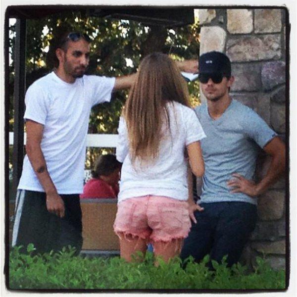 . Un nouvelle photo du shooting pour EW est apparue : (article associé) ♥.