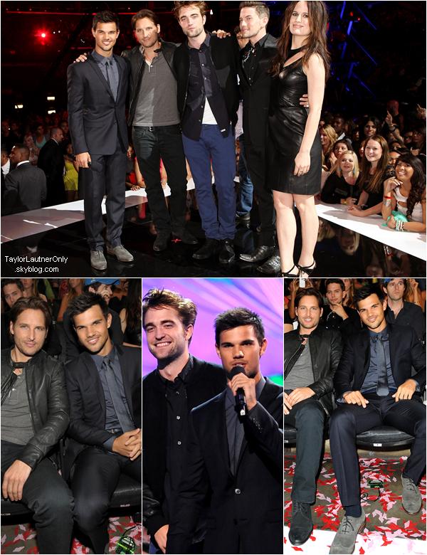 . Taylor et une partie du cast de Twilight étaient au MTV Vidéo Awards : .