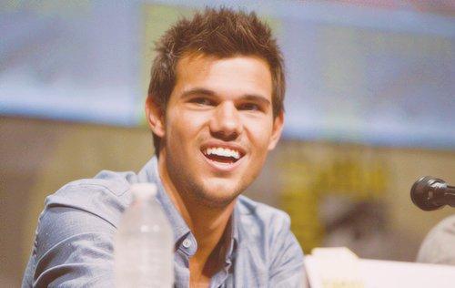 . Le blog Taylor Lautner Only souffle sa 3ème bougie !! .