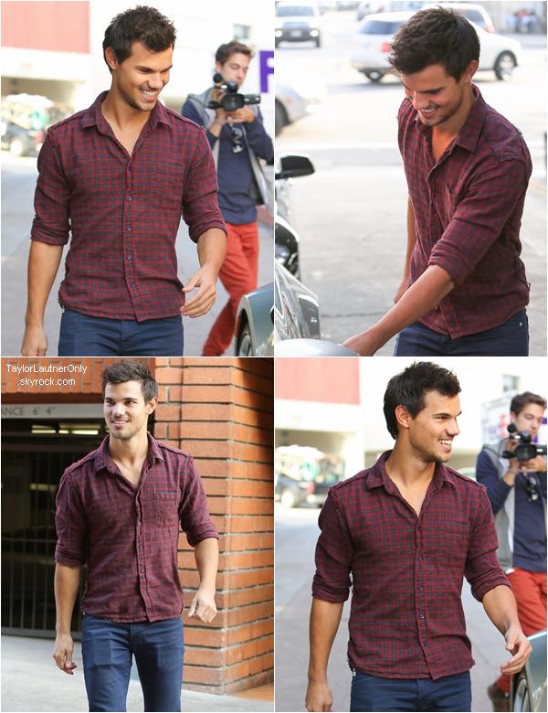 """. Taylor était au restaurant """"Toscana"""" en Californie le 6 décembre ♥."""
