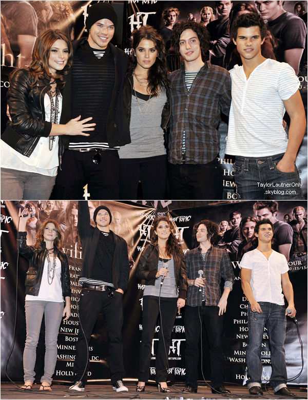 ". Flashback 2008 : Taylor et une partie du cast étaient à l'évenement ""Hot Topic : Twilight"" ."