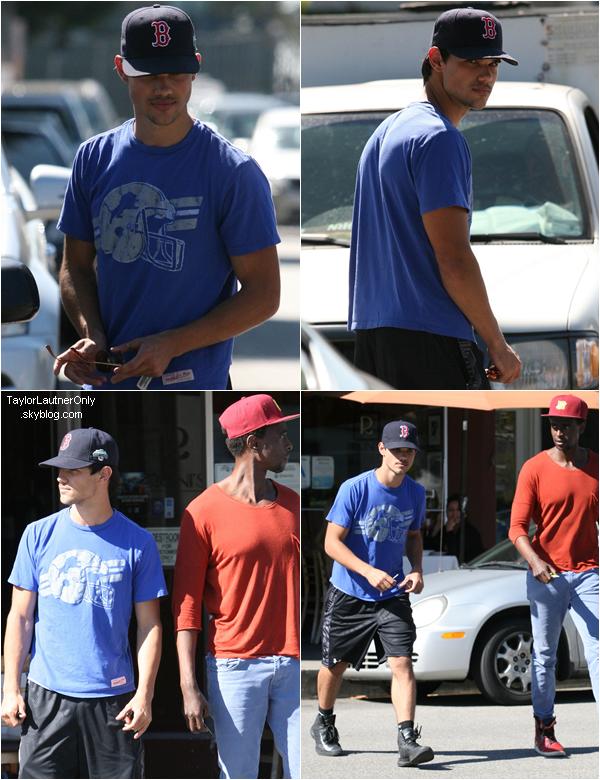 . Taylor a été vu hier à Beverly Hills avec Edi Gathegi (Laurent dans Twilight) : .