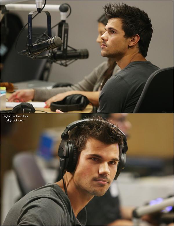 . Taylor a donné une interview à la radio et a rencontré des enfants malades ce 22 mars ♥.