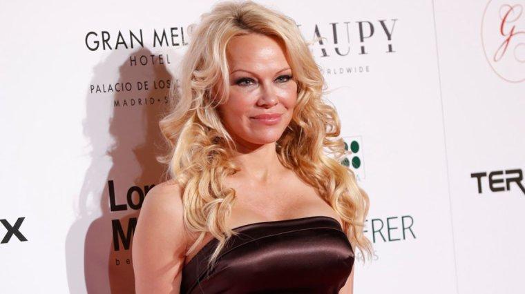 #DernièresMinutes : Basile Boli, Pamela Anderson & Jeanfi Janssens au casting !