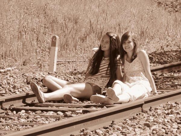 Les amis sont les anges qui nous soulèvent quand nos ailes n'arrivent plus à se rappeller comment voler. ♥