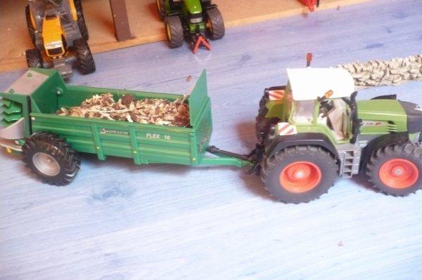 tracteur fendt tractant une remorque a fumier