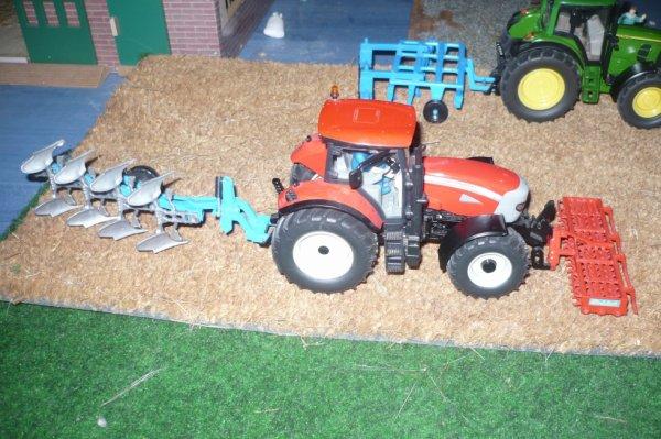 tracteur mcormick avec laboureur et gratoir a l'avant