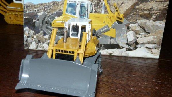 bulldozer liebherr 754 1/50