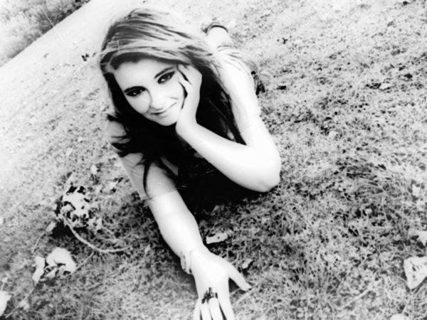 « Le temps passe si vite, Les années défiles, tant de souvenirs qui ont fais de moi se que je suis. »