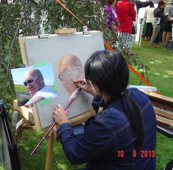 Moi au travail au Rendez-Vous des Peintres Sainte-Flore. Symposium.