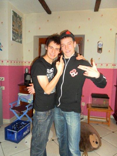 Prénom: Guillaume     Nom: Lesage    Age: 16 ans   Situation: De nouveau célibataire :/