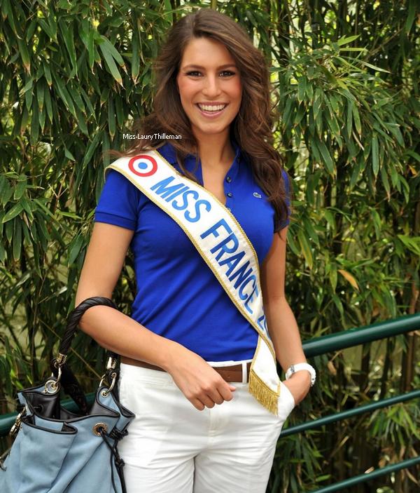 *  Laury, toujours à Roland Garros.   Joli sac *_* !   *