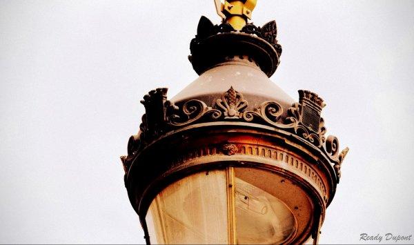 Juste un peu de lumière.. Lyon, rue de la République.