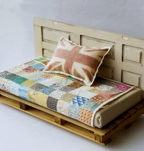 canape avec des palettes et vieille porte blog de images idees32. Black Bedroom Furniture Sets. Home Design Ideas