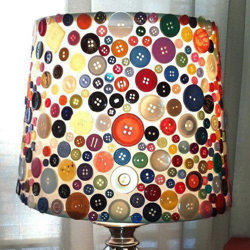 lampe de chevet avec des boutons