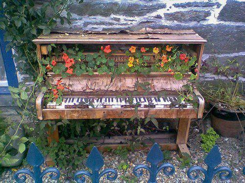 vieux piano fleuri