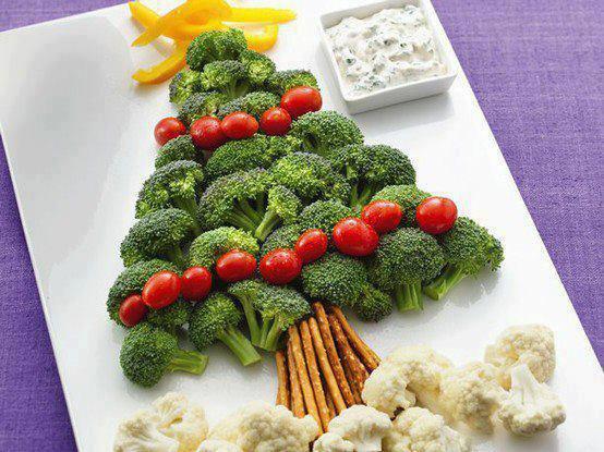 sapin de noel choux fleurs  ,brocolis , tomates cerises , poivrons jaune sympa pour l'apéro