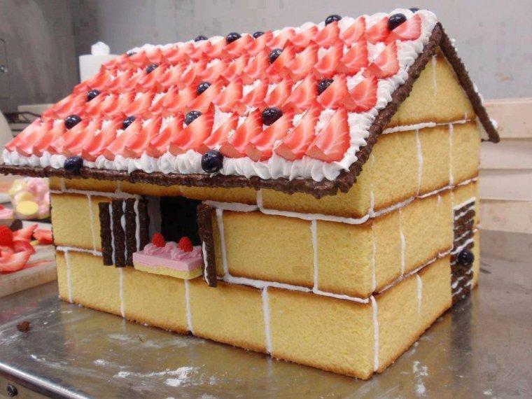 gateau d'anniversaire maison de hansel et gretel et barques de concombres crudités
