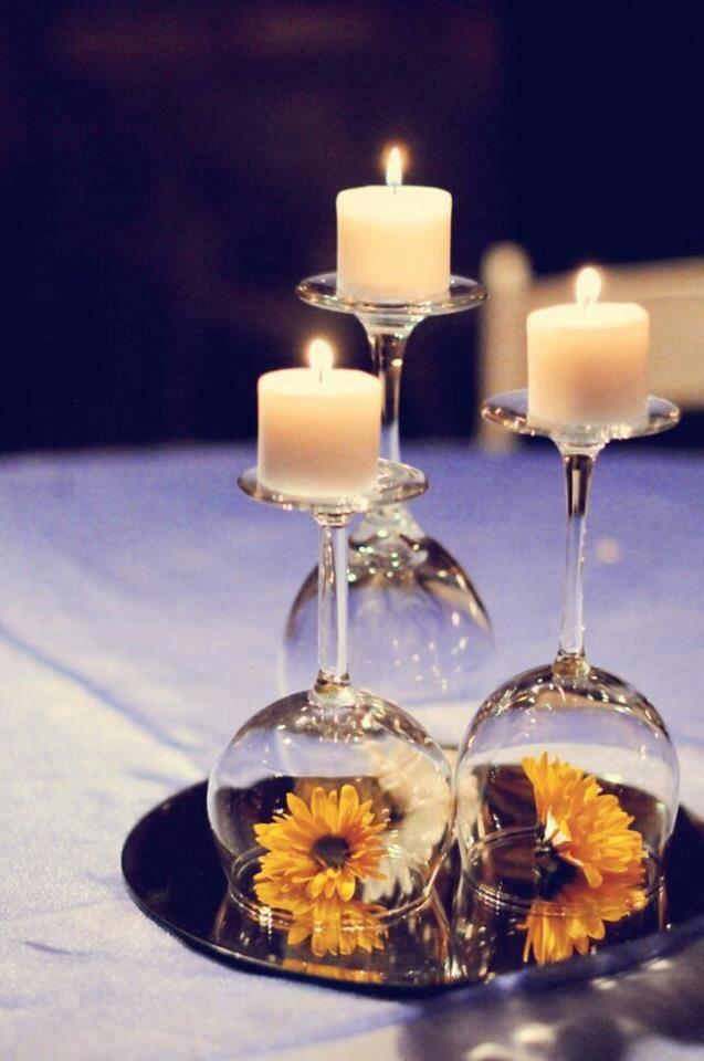 deco  bougies , verres fleurs pour dîner romantique