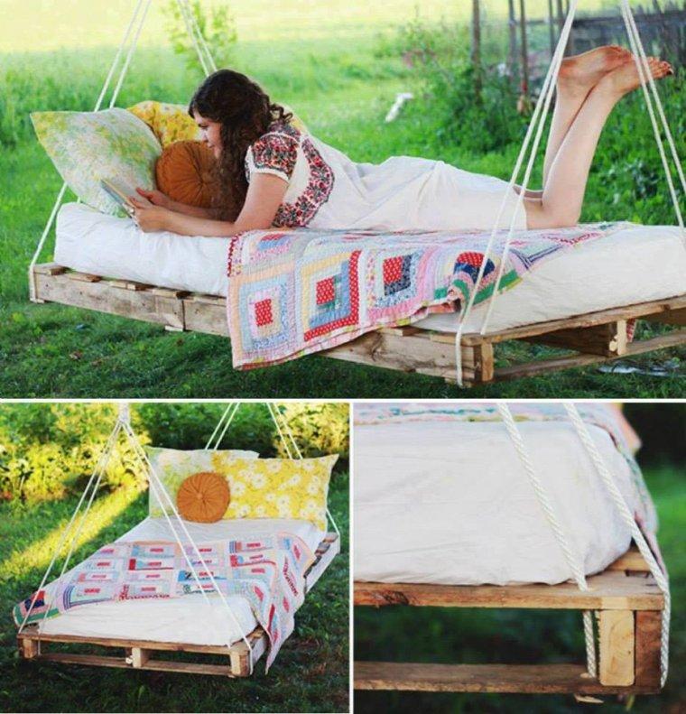 lit suspendu avec des palettes