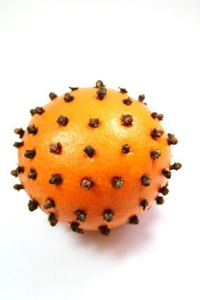 Parfumer la maison : fabriquer une pomme d'ambre