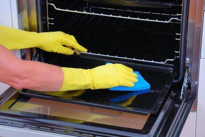 Nettoyer un four avec du bicarbonate !