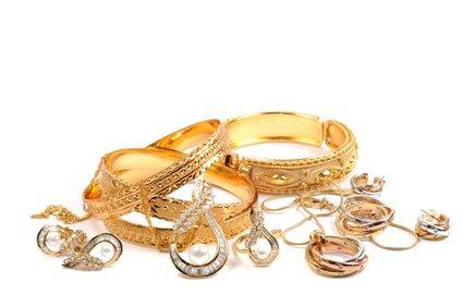 5 astuces pour nettoyer les bijoux en or