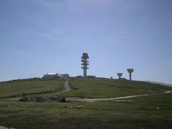 Un station hertzienne militaire du Puy-de-Dôme au coeur d'un désaccord entre Wikipédia et la DCRI