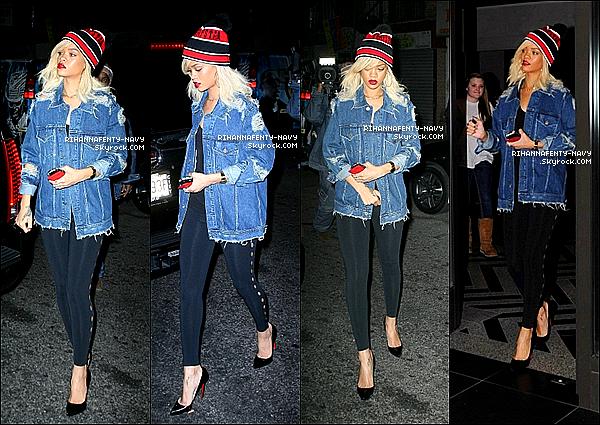 13/03/12 : Rihanna aperçue se baladant dans New-York                                                                                                                                              Comment trouvez-vous sa tenue ?