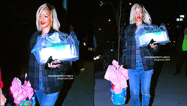 16/03/12 : Rihanna faisait ses courses hier au « Whole Food » de New-York à l'occasion de l'anniversaire de sa grand-mère.
