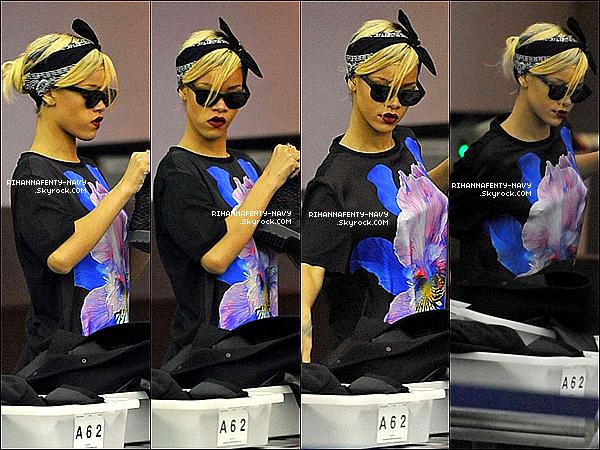 """18/03/12 : Rihanna a été aperçue à l'aéroport """"JFK"""" de New-York pour prendre un vol direction Los Angeles. Un peu plus tard dans la nuit, elle a été aperçue à l'aéroport """"LAX"""" de L.A, elle à l'air épuisée ! Top ou flop ?"""