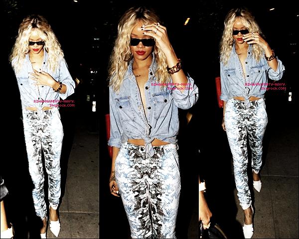 """23/03/12 : Rihanna a été aperçue comme à son habitude au restaurant """"Giorgio Baldi"""" avant de se rendre au club """"Las Palmas"""".                                                                                                                                                                 Un peu plus tôt dans la journée, Rihanna était sur le tournage du clip """"Princess Of China"""" où elle a été aperçue avec des cheveux noirs."""