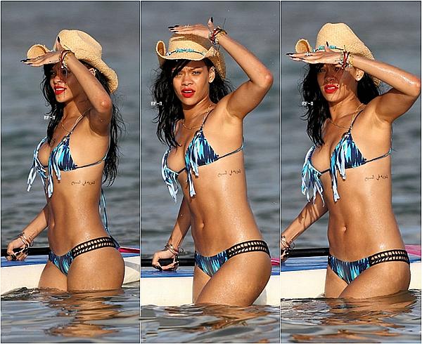 """28/04/12 : Rihanna était présente au photocall du film """"Battlship"""" à Hawaii, puis on l'a aperçu à la plage.."""