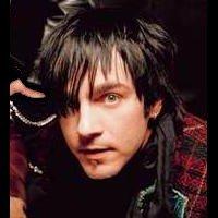 Adam Gontier : chant, guitare rythmique.