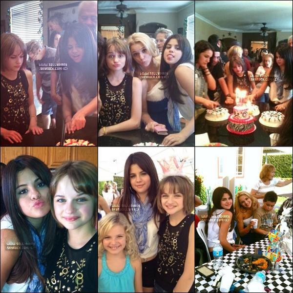 28.07.12 :  Selena été à l'anniversaire party de Joey King avec qui elle avait jouer dans « Ramona & Beezus ».