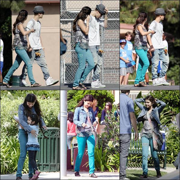 03.08.12 :   Selena a été vue en compagnie de Justin sur le tournage de son nouveau film intitulé « Feed the Dog » à Los Angeles.