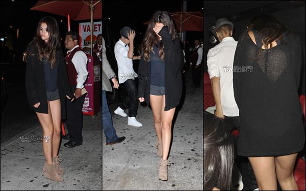 09.08.12 :  Selena a été vue avec Justin au « Laugh Factory » à Los Angeles.